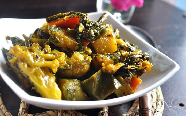 How to Prepare Labra in Assamese Style From Leftover Vegetables