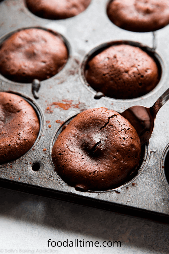 How To Bake Yummy Chocolate Lava Cakes At Home