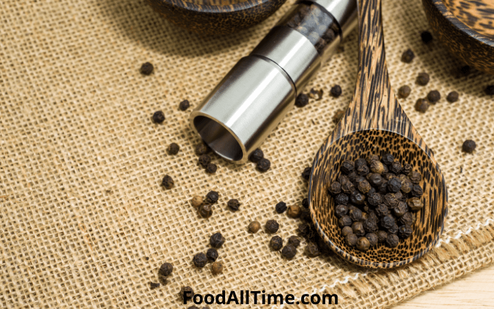 14 Best Black Pepper Grinder For Your Kitchen