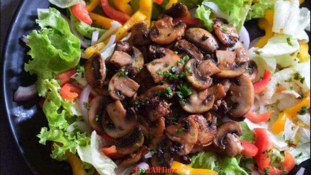 Nutritious Tossed Salad with Stir-fried Mushroom